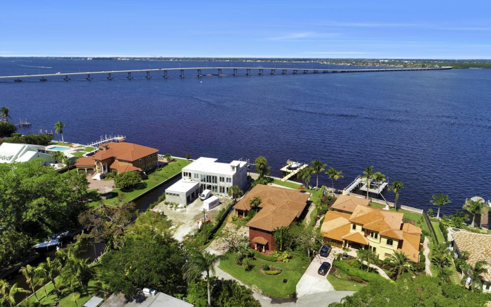 3978 W Riverside Dr, Fort Myers - Home For Sale 114481667