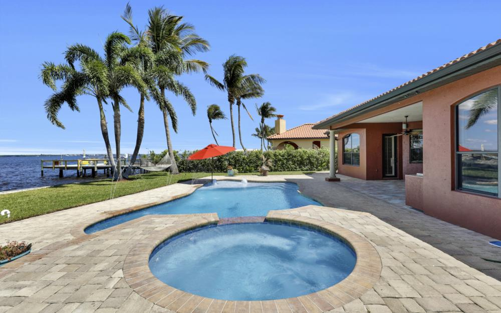 3978 W Riverside Dr, Fort Myers - Home For Sale 334041929