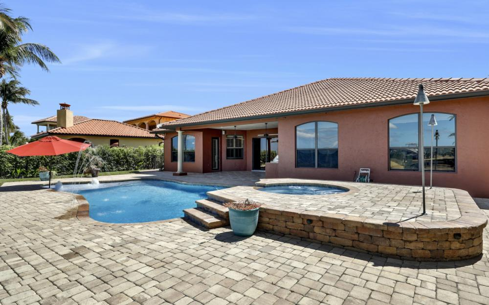 3978 W Riverside Dr, Fort Myers - Home For Sale 2057812840