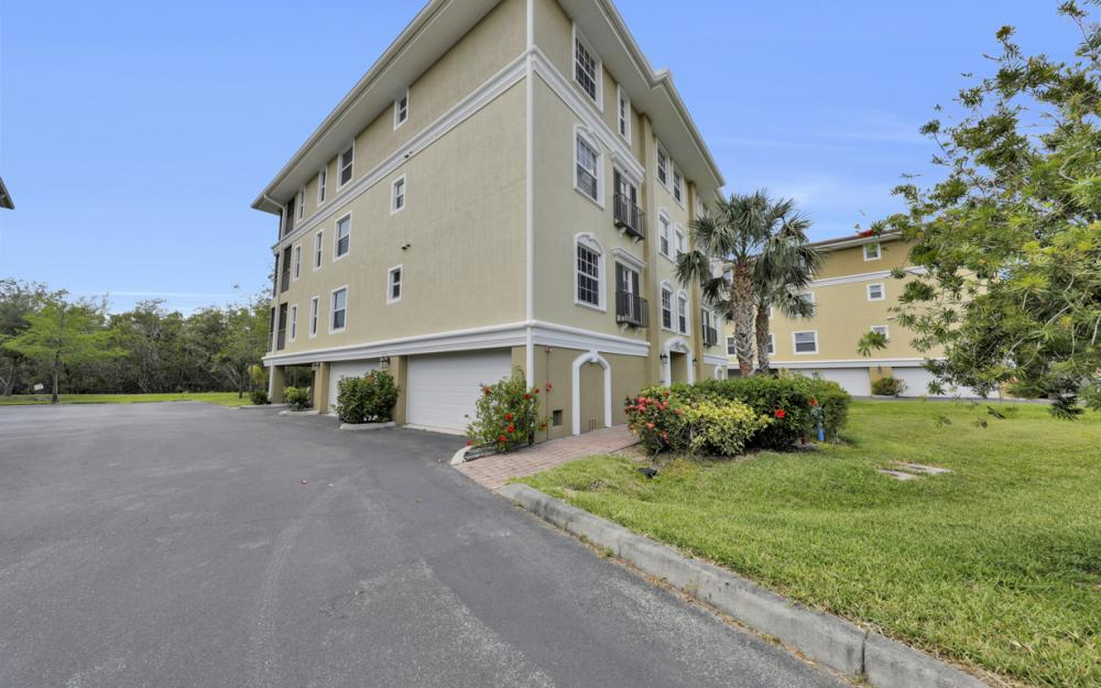 10060 Lake Cove Dr #101, Fort Myers - Condo For Sale 2089539596