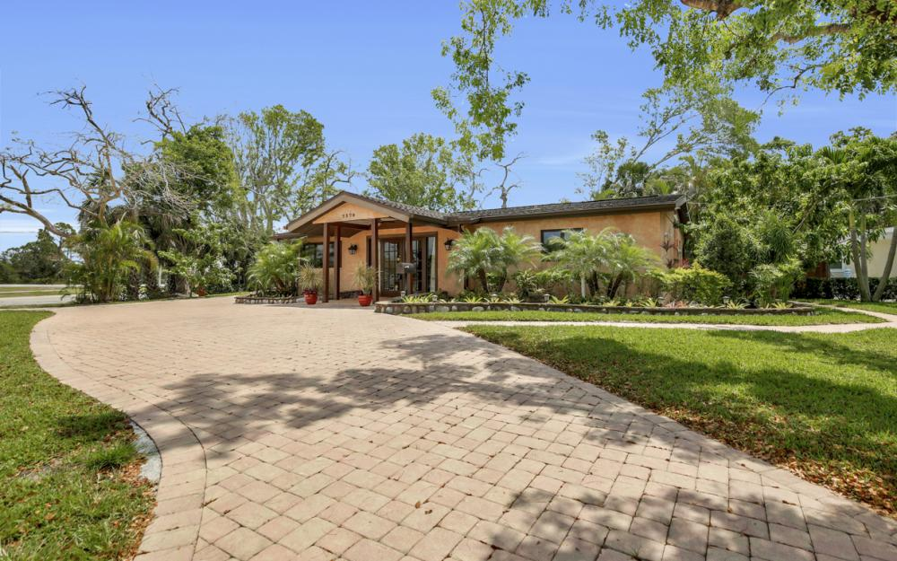 1374 13th St N, Naples - Home For Sale 305160948