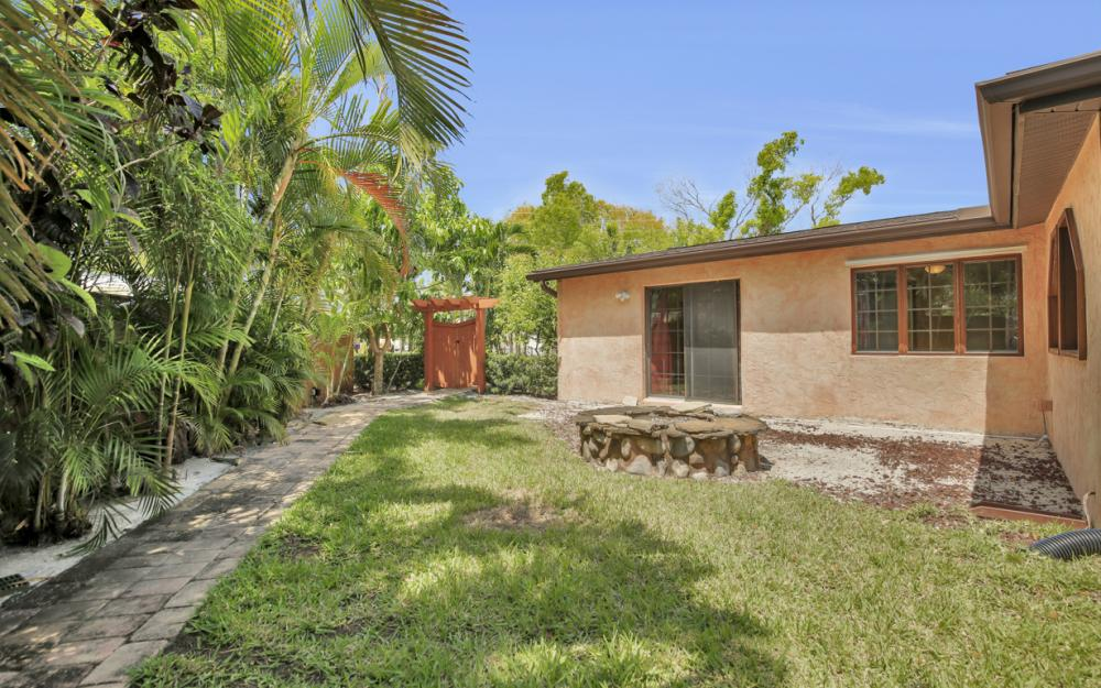 1374 13th St N, Naples - Home For Sale 2142337529