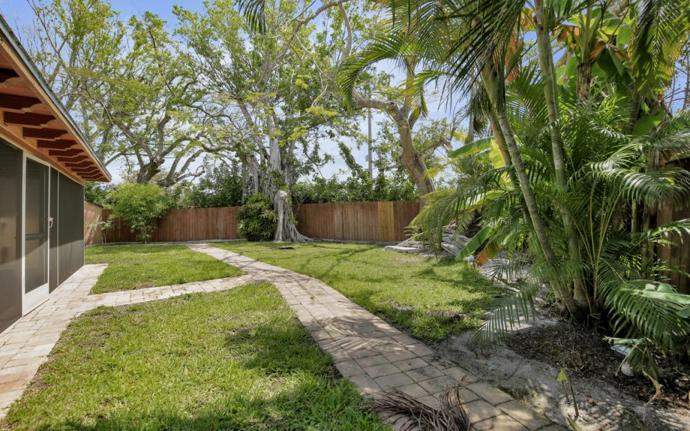 1374 13th St N, Naples - Home For Sale 937993443
