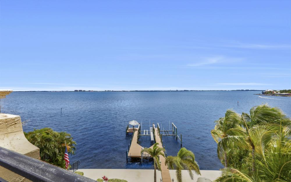232 Bayshore Dr, Cape Coral - Home For Sale 169071340