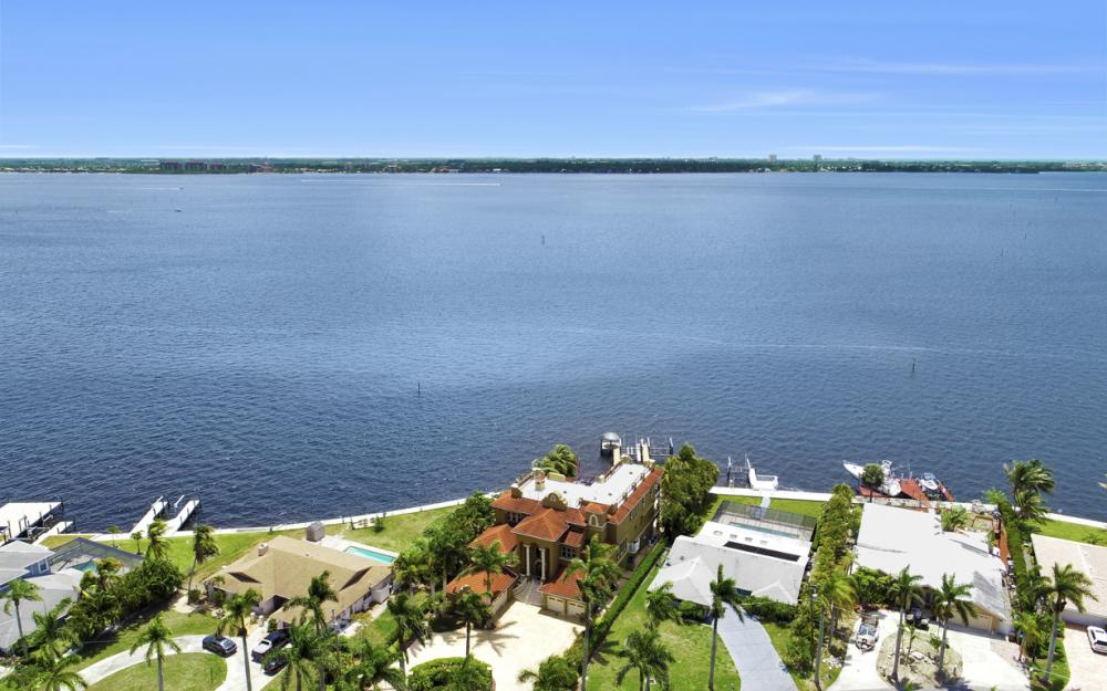 232 Bayshore Dr, Cape Coral - Home For Sale 2139360471