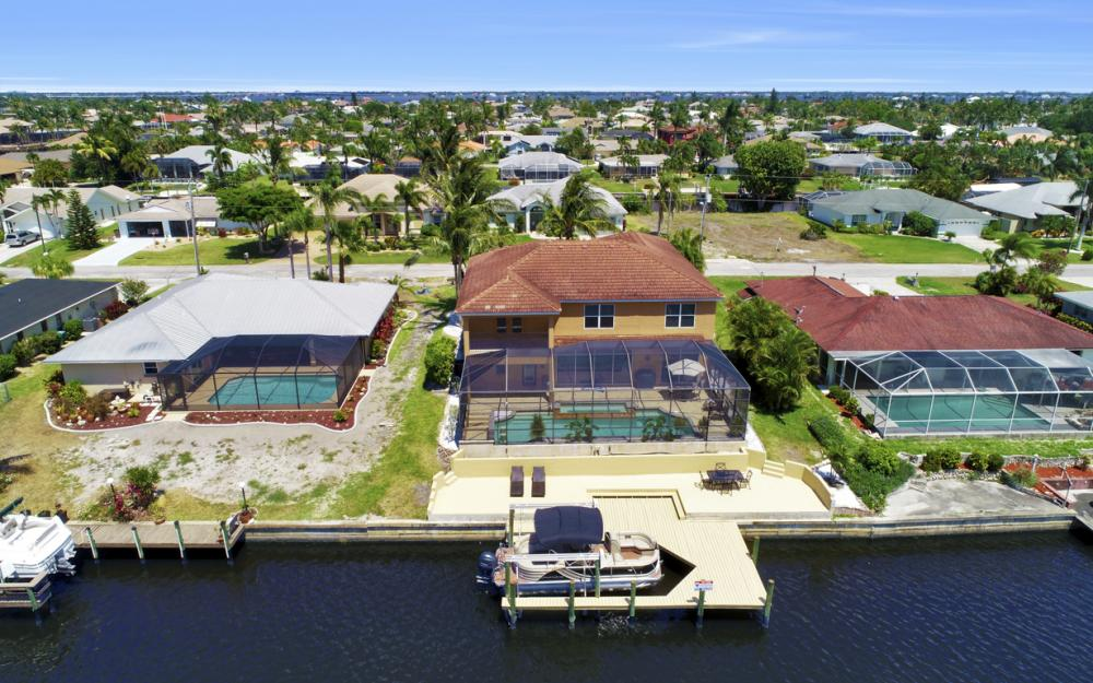 3328 SE 17th Pl, Cape Coral - Home For Sale 2142498939