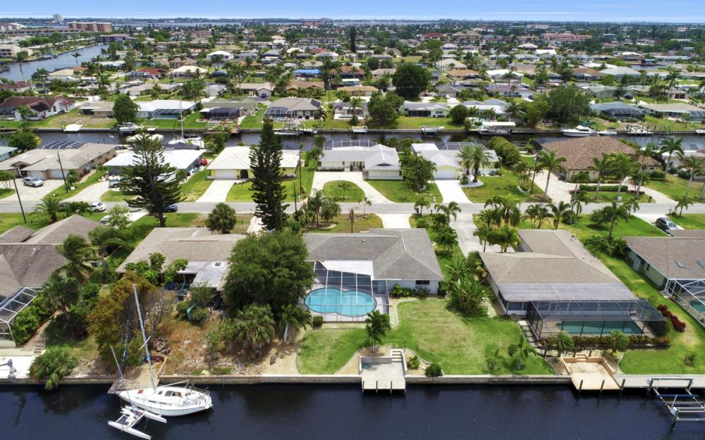 1709 SE 39th St Cape Coral, FL - Home For Sale 337259960