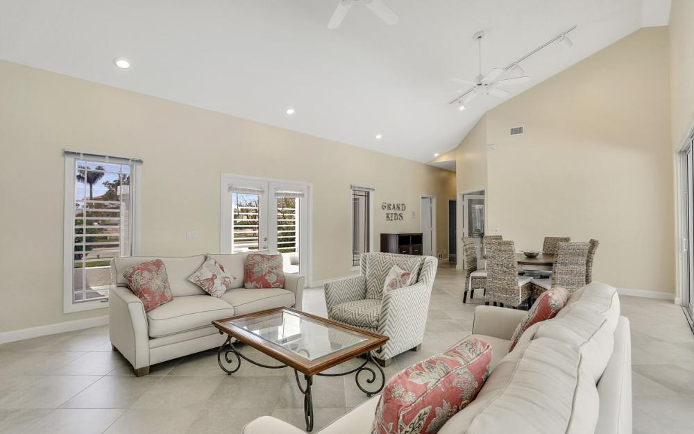 621 S Barfield Dr, Marco Island - Home For Sale 309160168