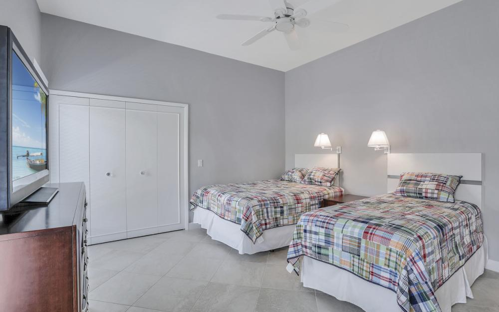 621 S Barfield Dr, Marco Island - Home For Sale 400522529