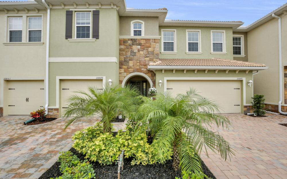 10849 Alvara Point Dr Bonita Springs - Home For Sale 1103896422
