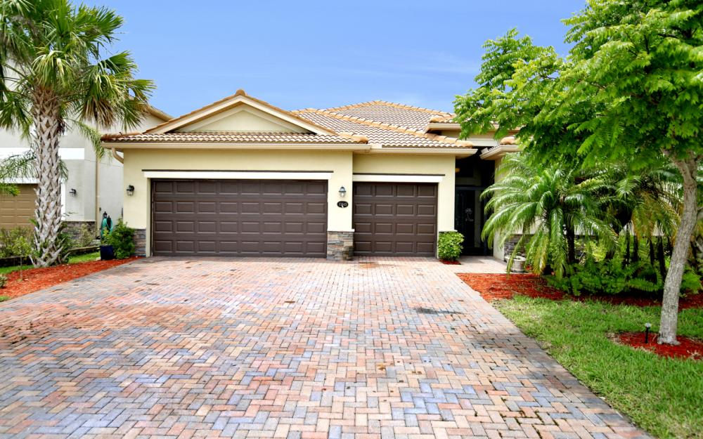 13643 Messino Ct, Estero - Home For Sale 1080801057