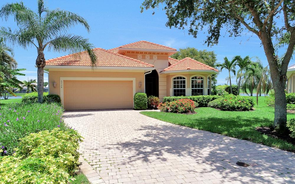 6734 Bent Grass Dr, Naples - Vacation Rental 2126546285