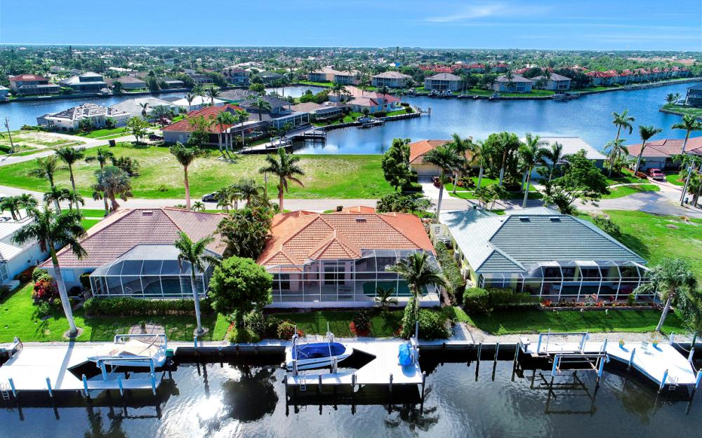 258 Bass Ct, Marco Island - Home For Sale 232149749