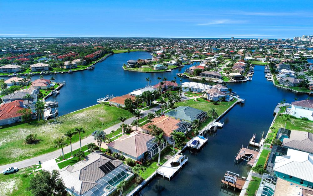 258 Bass Ct, Marco Island - Home For Sale 995254663