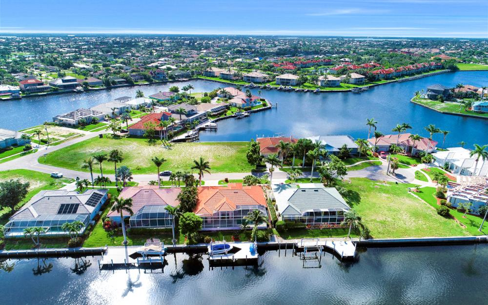 258 Bass Ct, Marco Island - Home For Sale 266245578