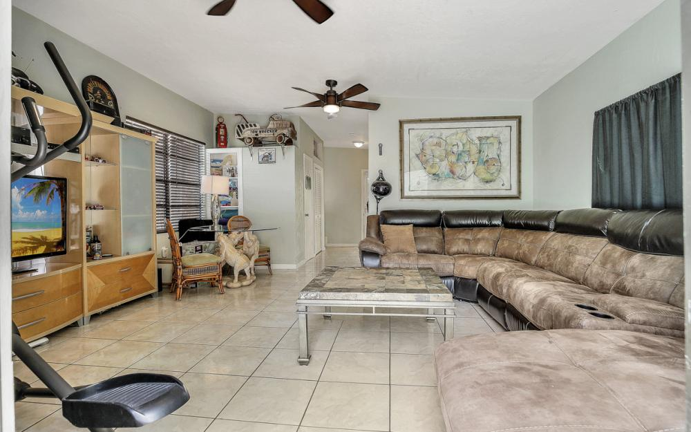 12743 Brewster Dr, Fort Myers - Home For Sale 1183579356