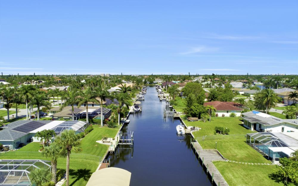 142 SW 49th Ter,  Cape Coral - Home For Sale 2125126626