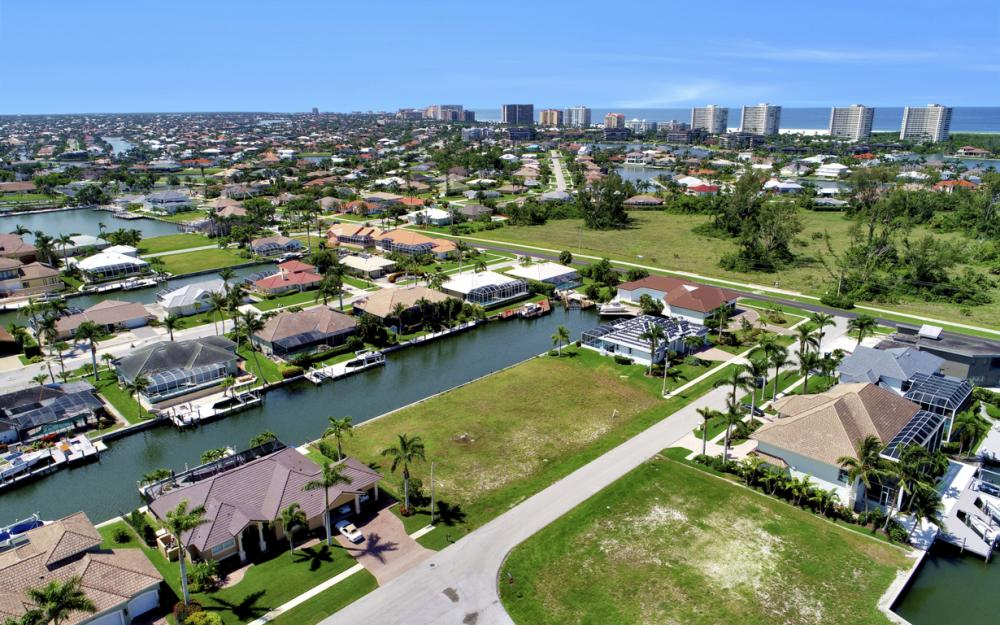 617 Crescent St Marco Island - Lot For Sale 2042332509