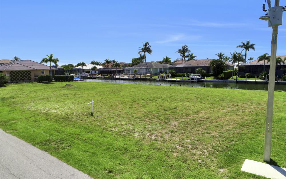 617 Crescent St Marco Island - Lot For Sale 36947028
