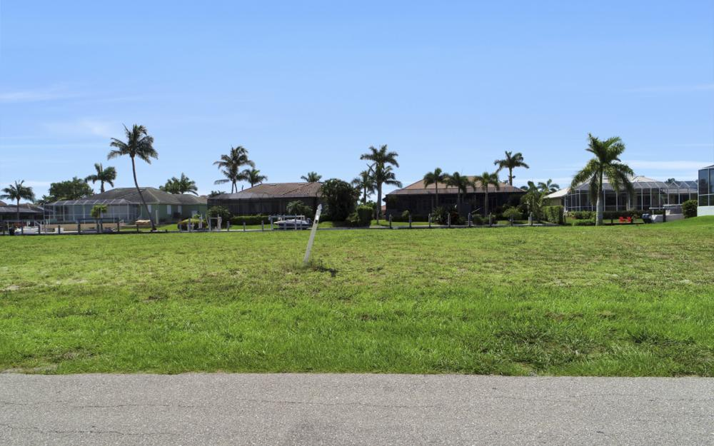 617 Crescent St Marco Island - Lot For Sale 203801032