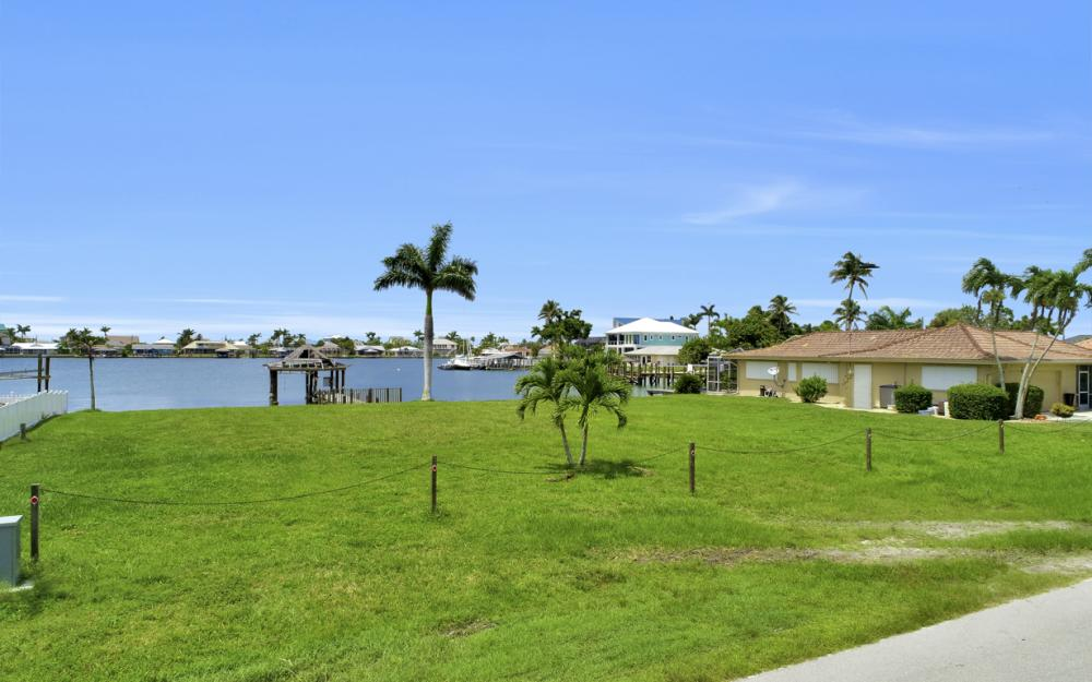 19 W Pelican St, Naples - Lot For Sale 907204287