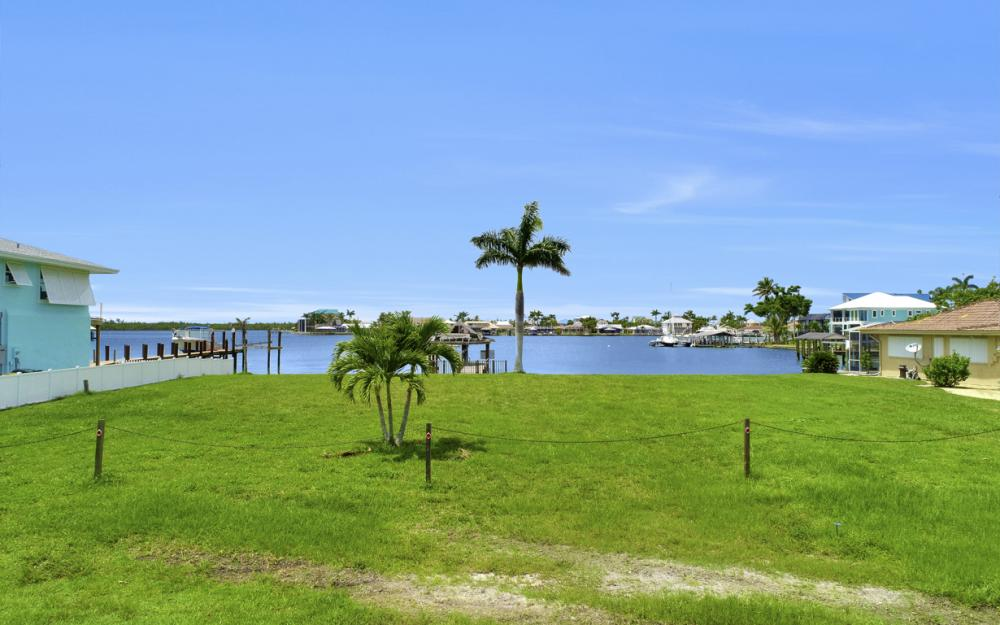 19 W Pelican St, Naples - Lot For Sale 968016038