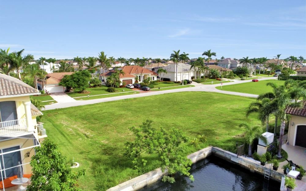 6 Acorn Ct, Marco Island - Lot For Sale 43709444