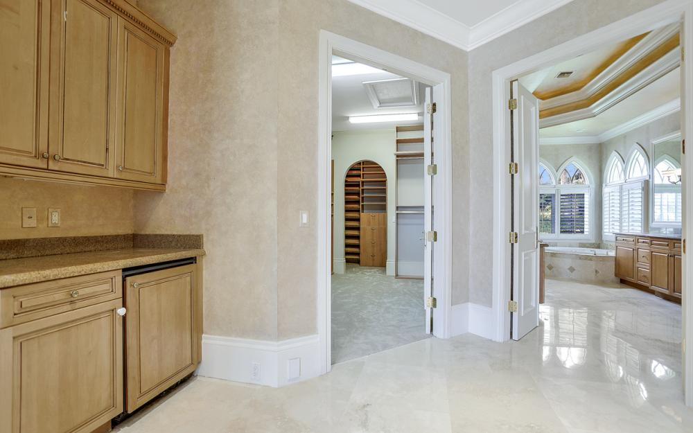 6423 Highcroft Dr, Naples - Home For Sale 384780918