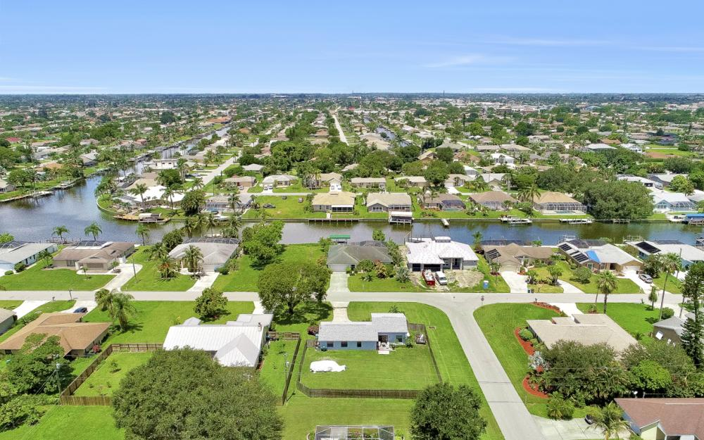 1203 SE 21st Ave, Cape Coral - Home For Sale 544490898