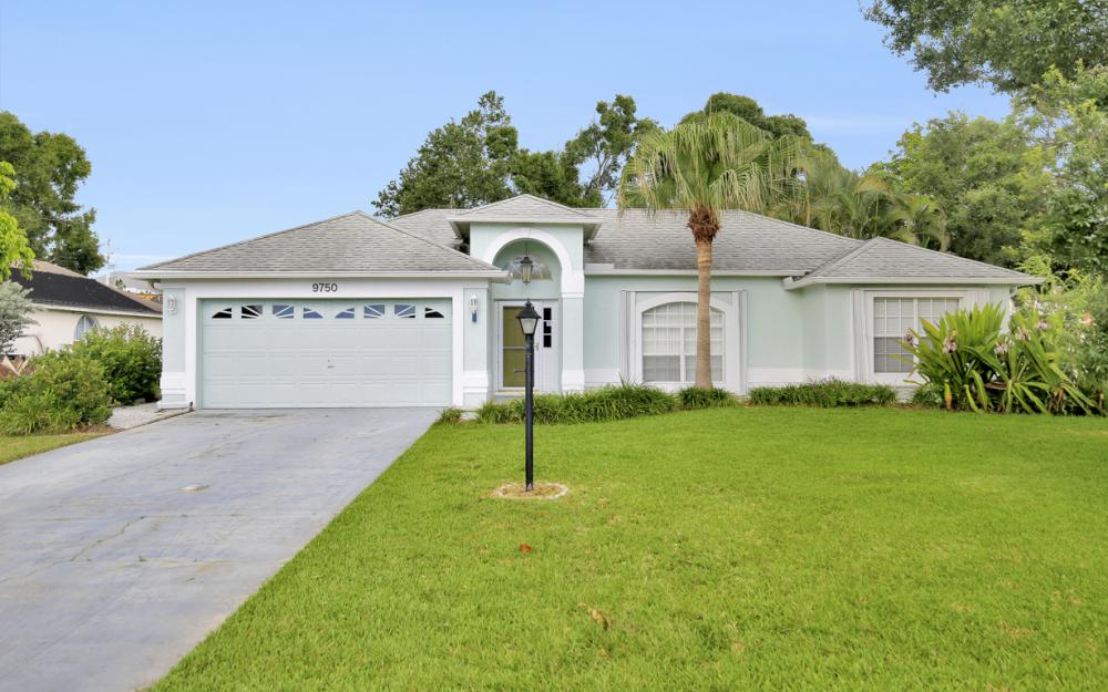 9750 Country Oaks Dr, Fort Myers - Home For Sale 659709179
