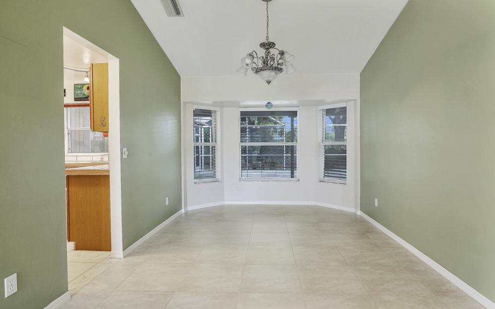 9750 Country Oaks Dr, Fort Myers - Home For Sale 686940086