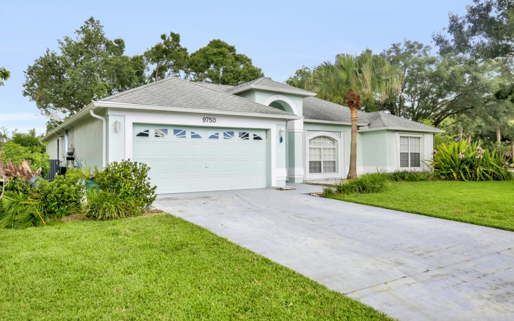 9750 Country Oaks Dr, Fort Myers - Home For Sale 545772881