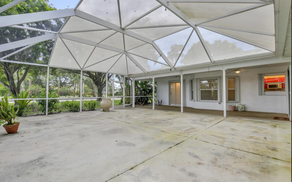 9750 Country Oaks Dr, Fort Myers - Home For Sale 15297577