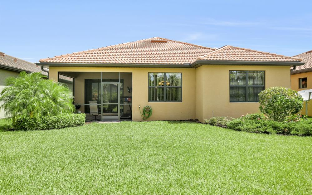 12066 Winfield Cir, Fort Myers - Home For Sale 21714168
