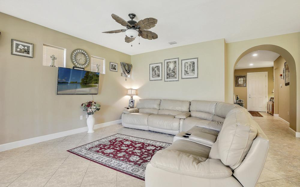 12066 Winfield Cir, Fort Myers - Home For Sale 1986870351