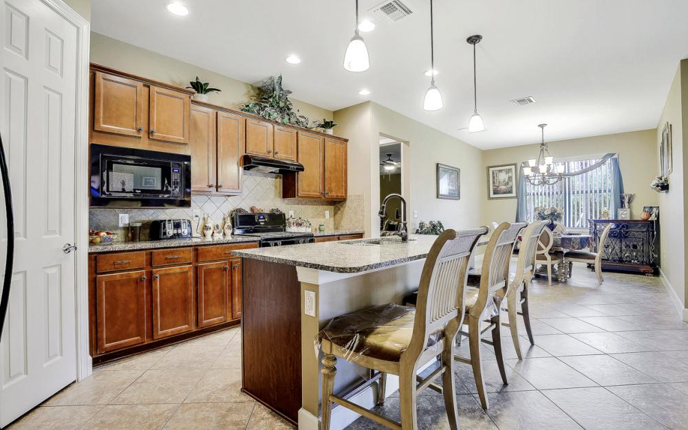 12066 Winfield Cir, Fort Myers - Home For Sale 1051112036