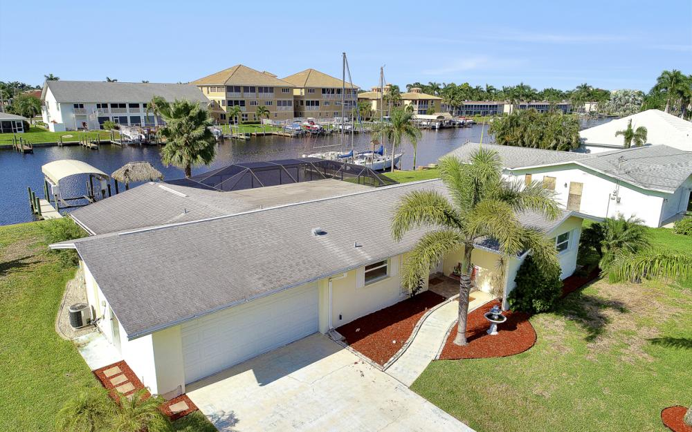 1705 SE 43rd St, Cape Coral - Home For Sale 323689377