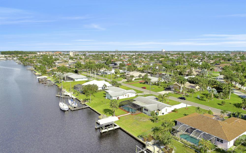 1705 SE 43rd St, Cape Coral - Home For Sale 999965707