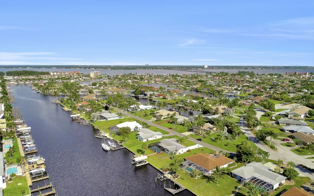 1705 SE 43rd St, Cape Coral - Home For Sale 495401182