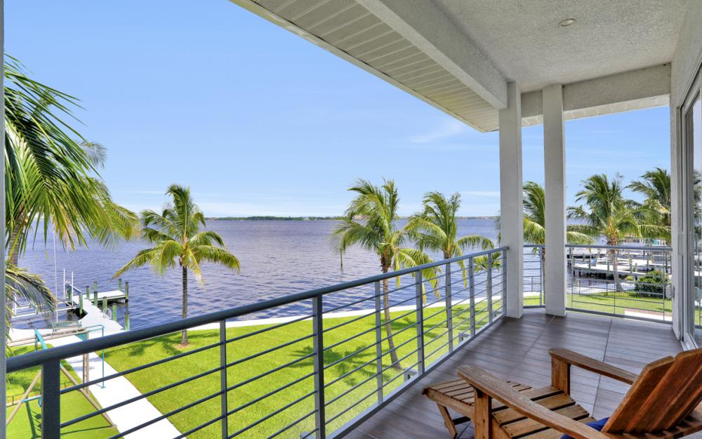 5625 Riverside Dr Cape Coral - Home For Sale 941430651