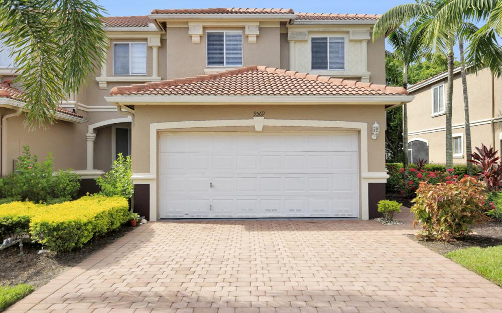 9569 Roundstone Cir,Fort Myers - Home For Sale 2110521322