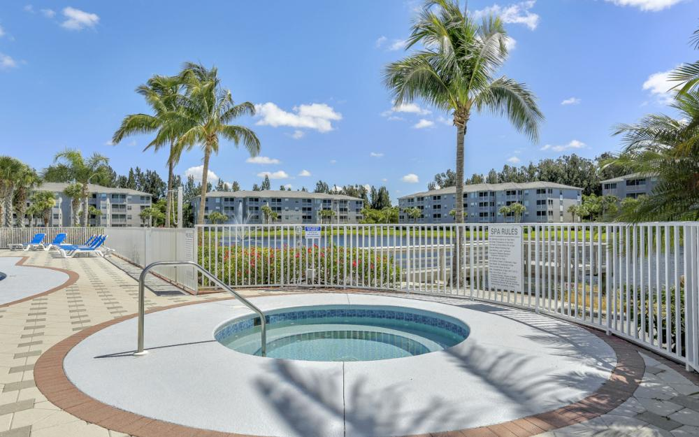 16685 Lake Circle Dr #1012, Fort Myers - Condo For Sale 194324392