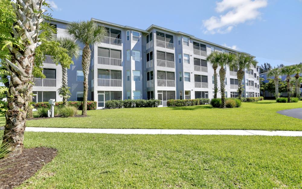 16675 Lake Circle Dr #916, Fort Myers - Condo For Sale 1813916374