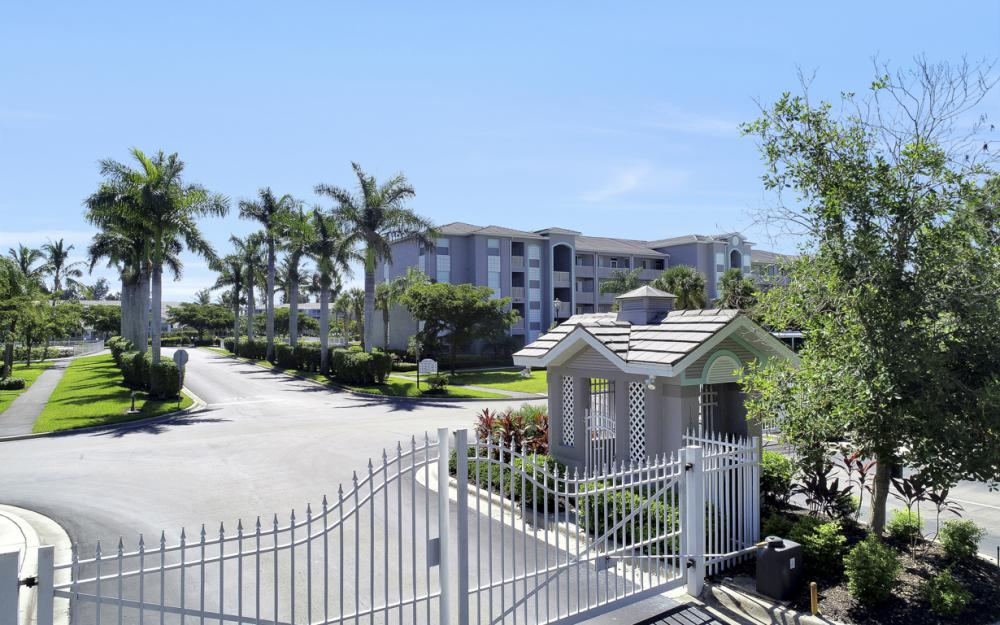 16675 Lake Circle Dr #916, Fort Myers - Condo For Sale 660032405