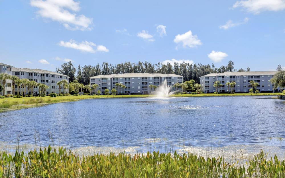 16675 Lake Circle Dr #916, Fort Myers - Condo For Sale 480100104