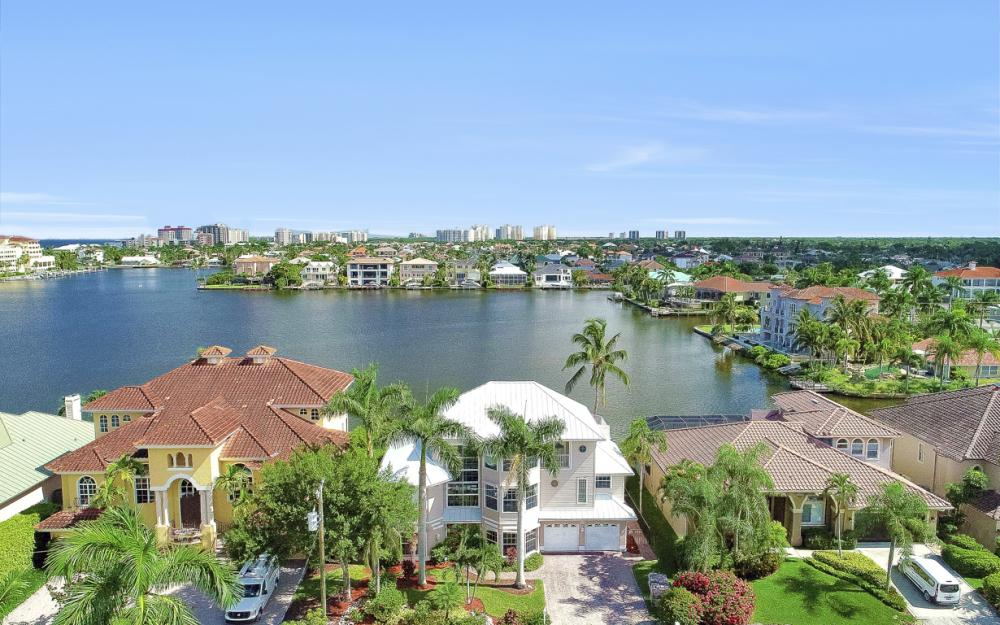 307 Oak Ave, Naples - Home For Sale 93479758