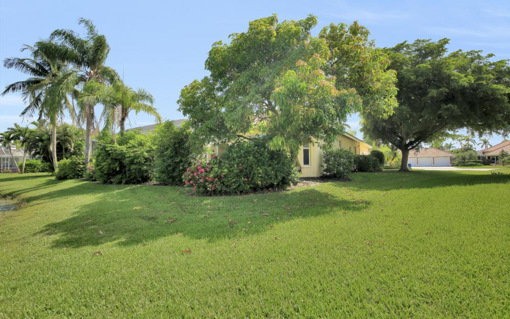 28901 Trenton Ct, Bonita Springs - Home For Sale 153482855