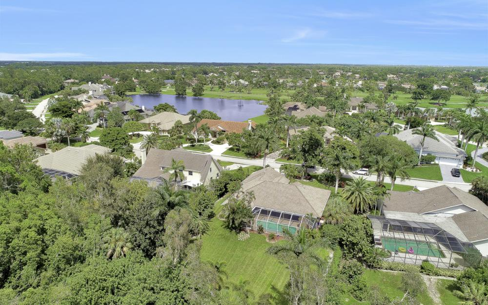 16208 Forest Oaks Dr, Fort Myers - Home For Sale 960222653