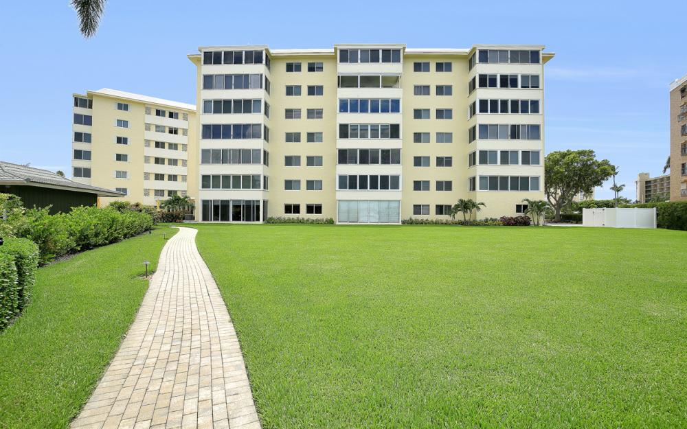 3420 Gulf Shore Blvd N #14, Naples - Condo For Sale 31518112