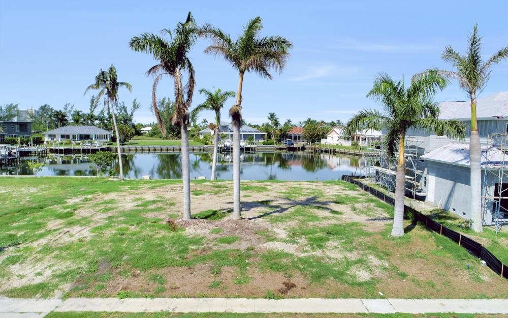 685 Cameo Ct, Marco Island - Lot For Sale 1003151343